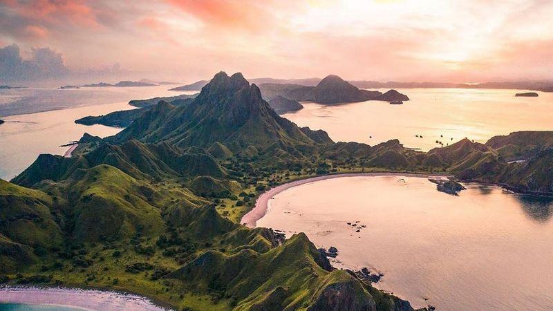 Pesona Pulau Padar, Salah Satu Pulau Instagramable di Labuan Bajo