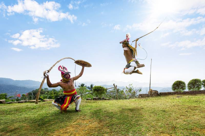 Tarain tradisional Kampung Melo. Sumber : womensobsession.com