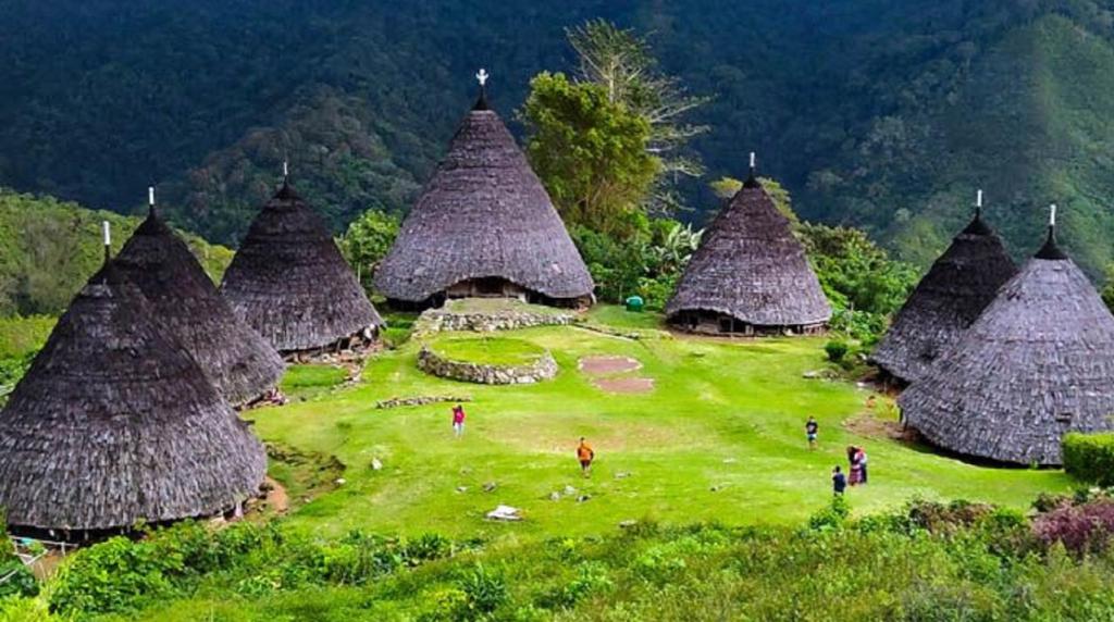 Desa Wae Rebo, desa terpencil sejuta keindahan. Rumah Adat di Wae Rebo. Sumber: liputan6.com